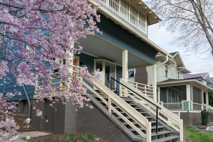 Charming Nest on Broadway - Perfect Location!