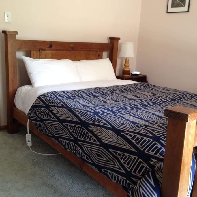 Queen bed in second bedroom
