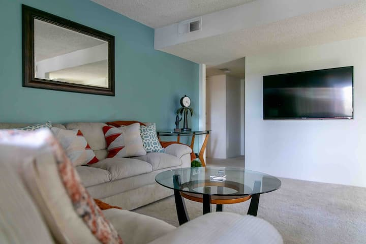 Your Own Private Getaway in Palm Springs (2BD/2B)