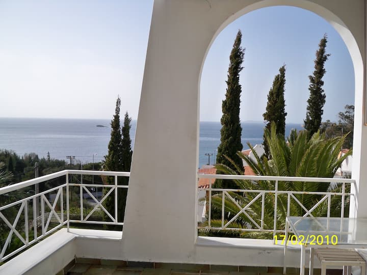 Panoramic seaview studio