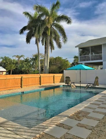 Cozy Condo W/ Pool Only Steps from Sands of Beach