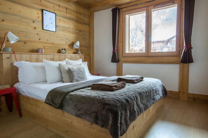 Bedroom 1: Double room with en-suite shower room