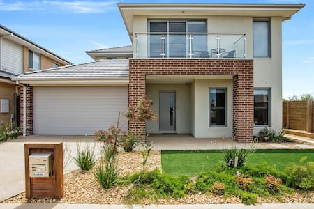 WYNDHAM BAYSIDE VILLA - MELBOURNE Spacious, Beach - Werribee South