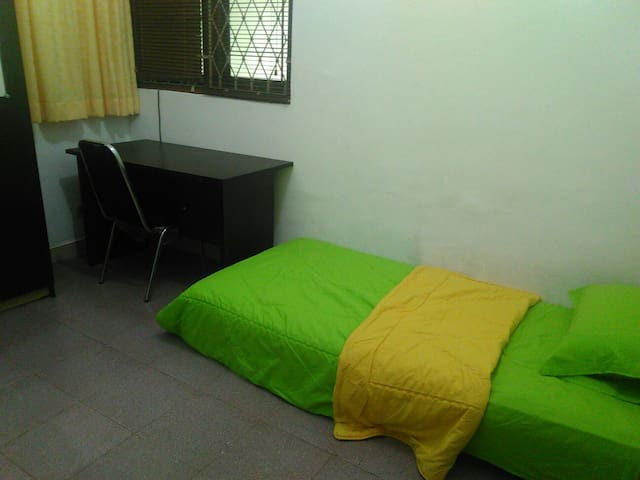 A Private Room single Putri in Dago,  Bandung City - Coblong - บ้าน