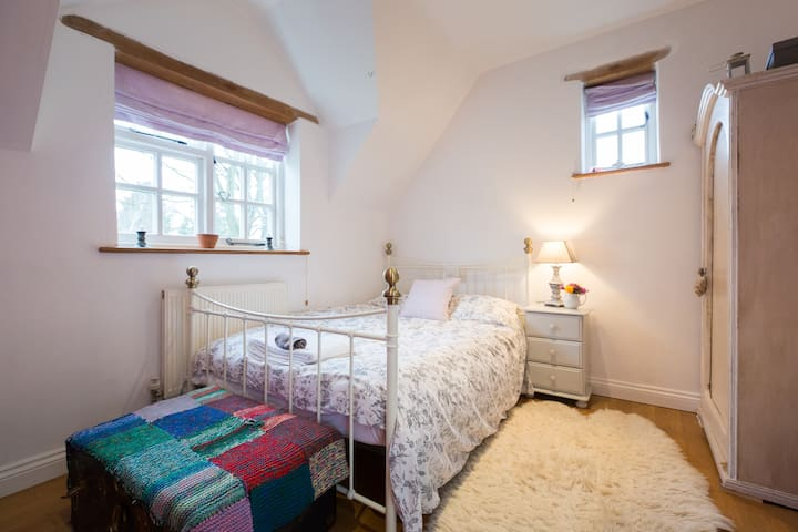 Large double bedroom - Silverstone - Inap sarapan