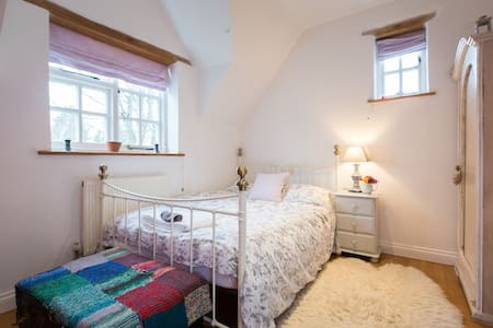 Large double bedroom - Silverstone