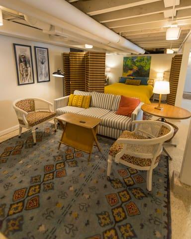 Artist  Loft-style Basement Apartment, Albany Park