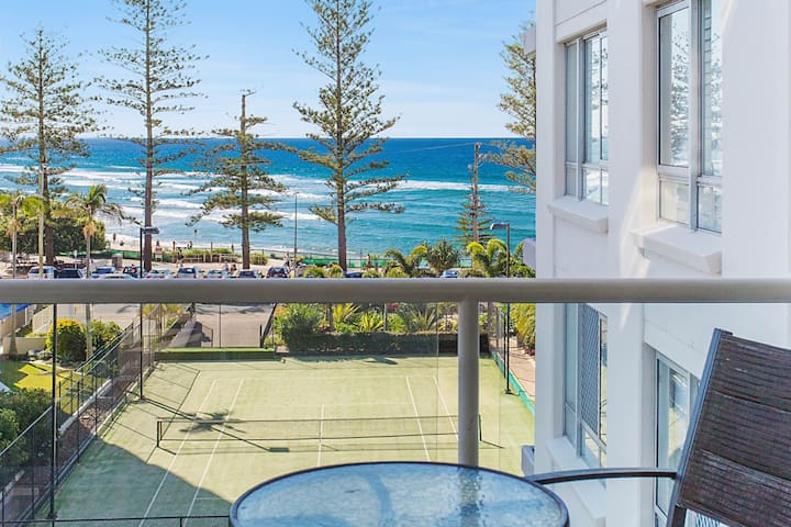 Burleigh Beach Tower - Ocean Views