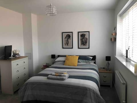 Beautiful large double bedroom with ensuite