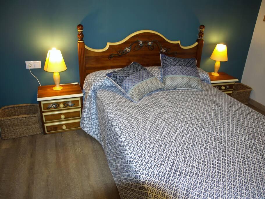 Habitación de matrimonio, cama de 150x190, armario y AACC