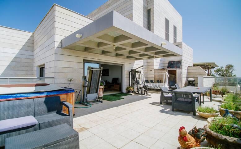 Elad's Apartment in Petach Tikva