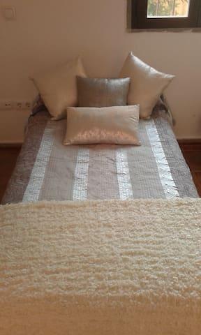 Habitaciones en Urbanizacion Privada  de lujo - Guillena - Bed & Breakfast