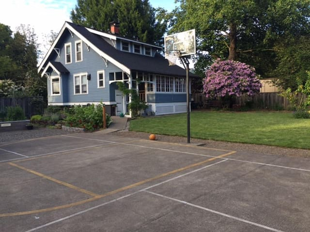 charming old farm house se portland houses for rent in milwaukie oregon united states