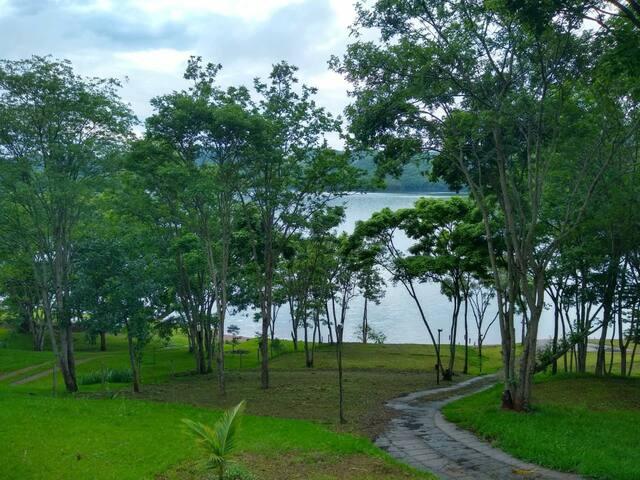 Casa de campo familiar na represa de Miranda