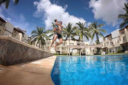 Brisa 703 - Condo & Rooftop Acapulco Diamante