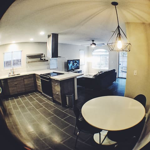 Modern Gated home with pools 10min to STRIP Room#1 - Las Vegas - Casa
