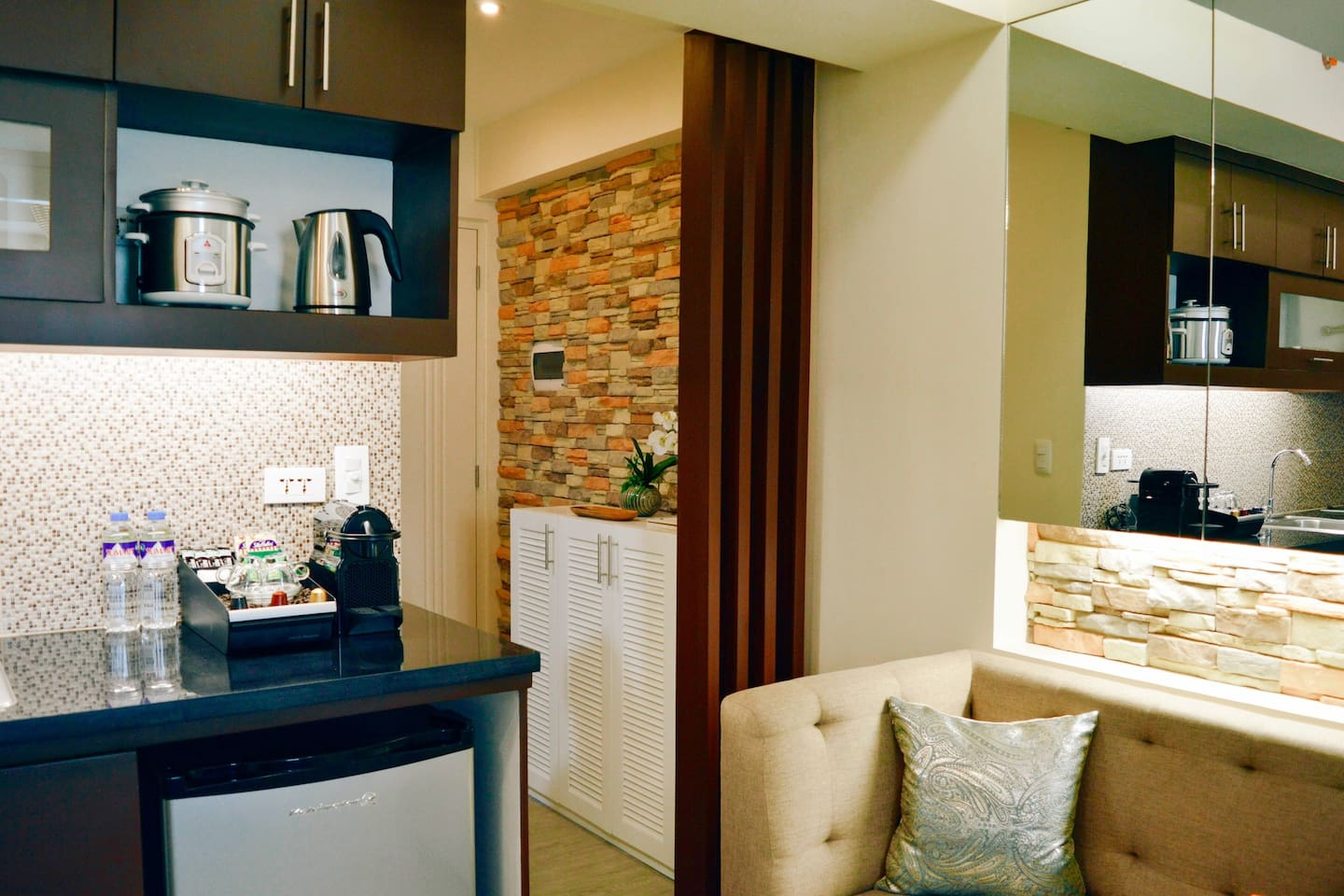 """""""Perfect for doing business in Manila. Very helpful host. Thank you"""" - Tim ★★★★★"""