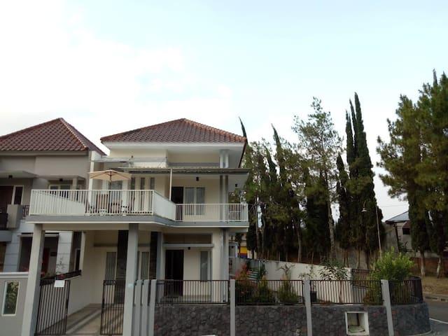 Ayu House Villa