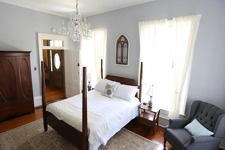 Bryn Oaks B & B - Bluebonnet Room
