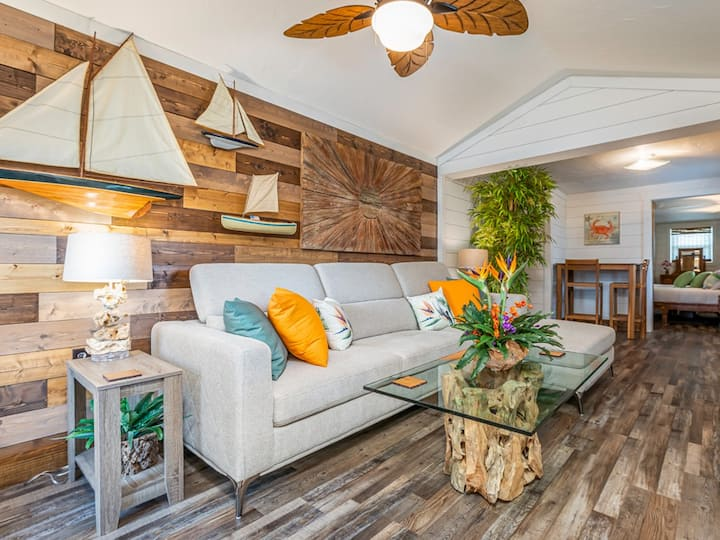Perfect Couples Retreat. Less than 100 yards to the beach! - Newly Renovated in 2019 - Gilligans Island