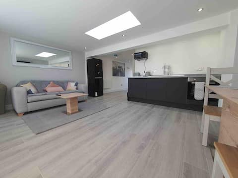 1 bedroom bungalow with parking, in quiet area.