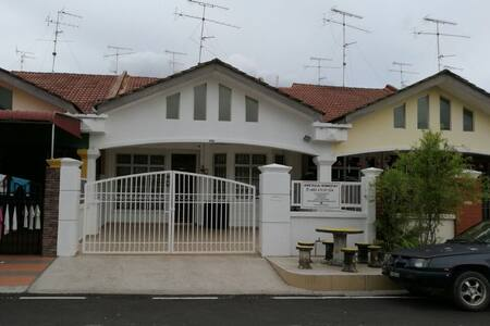 AMZ KULAI HOMESTAY - Kulai - House