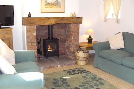 Swallows Cottage on a traditional working farm - Ham Green