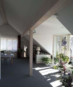 Dachgeschossapartment in Starnberg nahe am See - Starnberg - Apartment