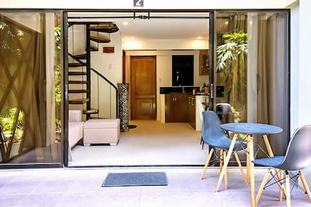 loft apartment, only 80m to white beach Station 3