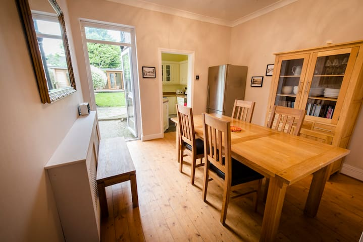 Railway Cottage, 2 bed house with garden, N London - London - Hus