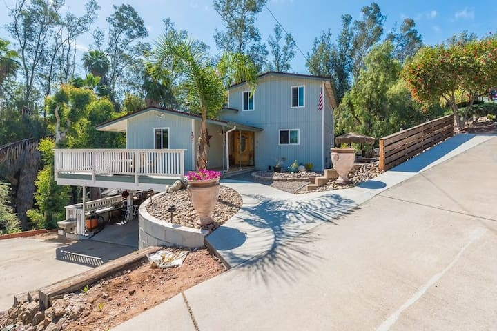 Lovely house in El Cajon/Lakeside, on 1 acre woods