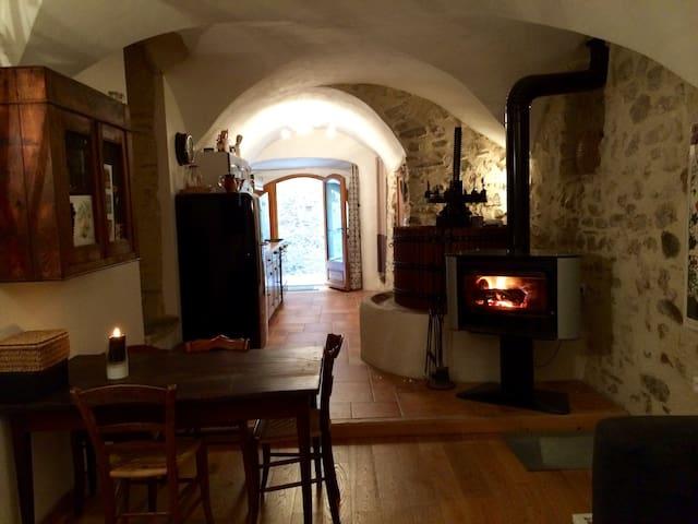 Petite maison village médiéval Châtillon Diois
