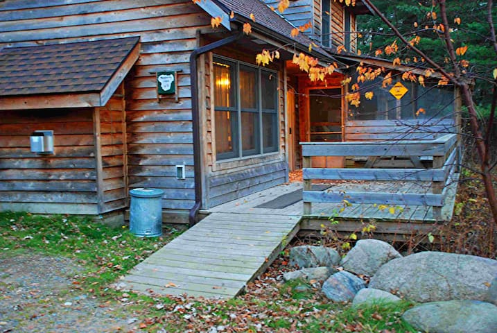 Lakeview cabin w/ fireplace, King, $199 Couples