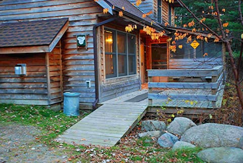 Lakeview cabin, jacuzzi, fireplace, Couples $149