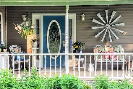 Cozy Country Farmhouse