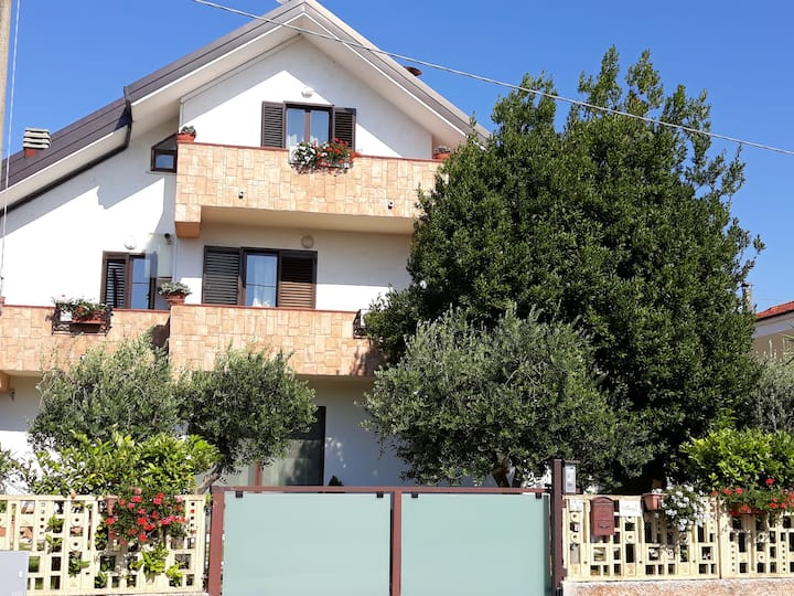 Studio in Canosa Sannita, with wonderful mountain view, enclosed garden and WiFi - 10 km from the beach