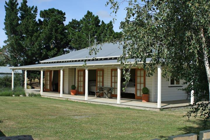 Longford Retreat - Private Cottage