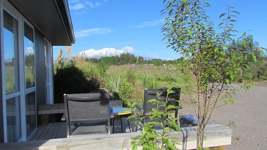 Funky studio, ideal base for Tongariro Crossing.