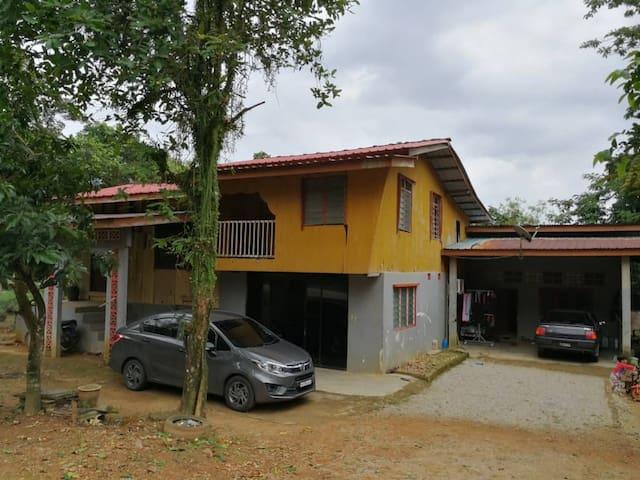 Rumah Kampung dengan Lanskap Semulajadi