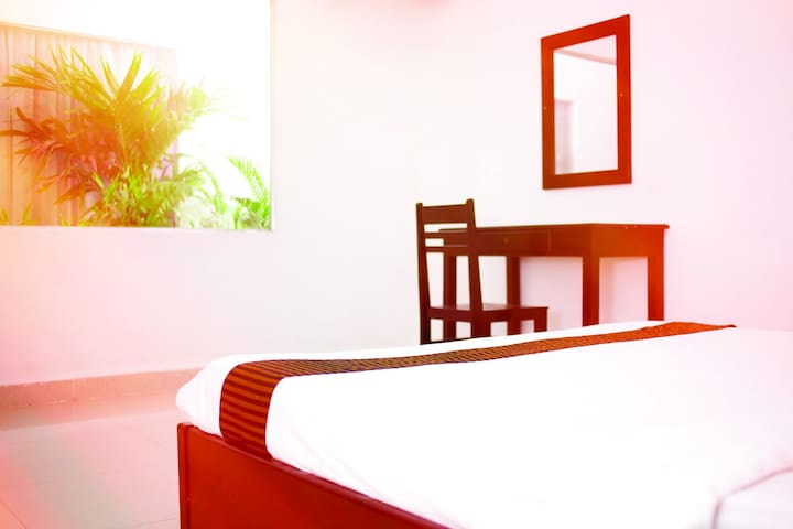 Private Aircon Room, Pool & Bar. B - Phnom Penh