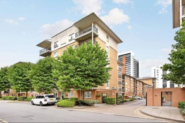 Double Bedroom in shared flat, Poplar, O2 Arena