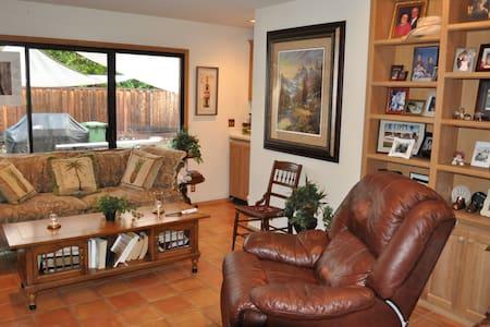 Upscale Bay Area Neighborhood/Moraga 2 of 3 rooms