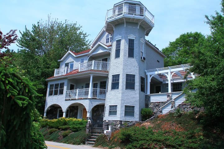 Waterfront Lighthouse Home w/private dock - Kittery - Casa