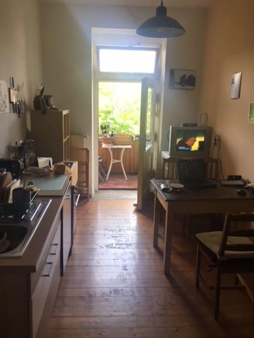 Die Küche mit Balkon