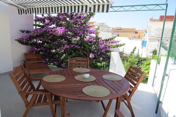 Lower prices: Two room apartment with terrace (1)