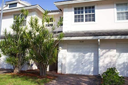 Beautiful townhouse fort lauderdale - Oakland Park - Townhouse