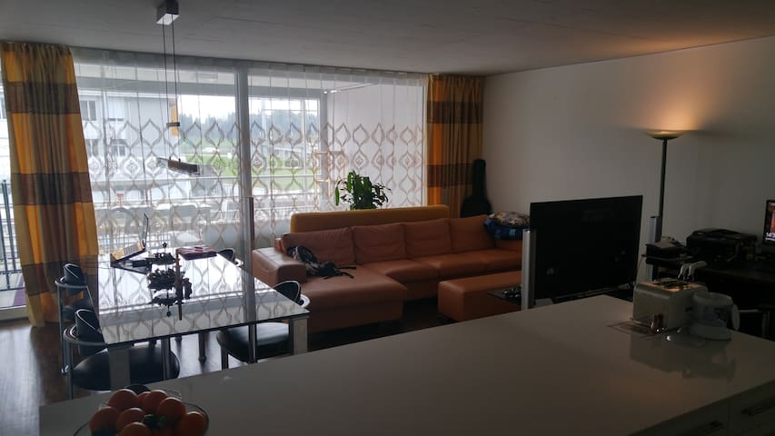 Zimmer mit Doppelbett. - Steinhausen - Huoneisto
