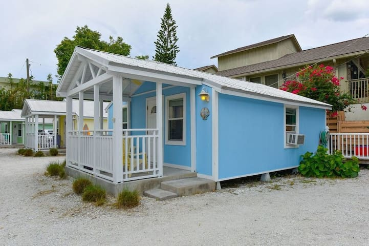 """Cottage by the Sea"" 1 bedroom across from beach"