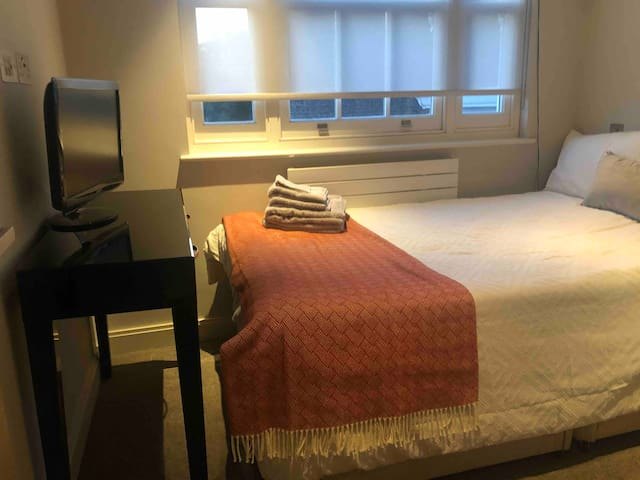 Cosy double room in Chelsea