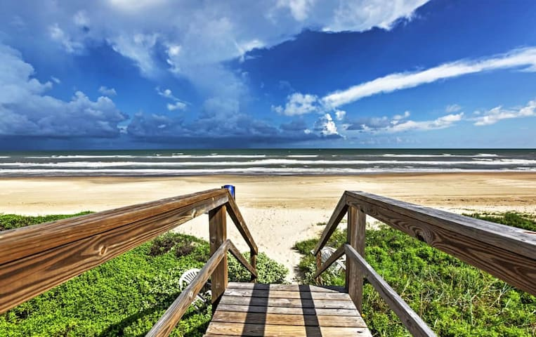 3BR Surfside Beach House w/Beachside Views! - Surfside Beach - Casa